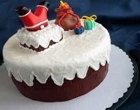 Торт Санта в дымоходе Вес торта: 3 кг Заказывать торт необходимо за 3- 4 дня до момента доставки! Выберите начинку для торта: ФруктовыйНежный ванильный бисквит, пропитанный сахарным сиропом. Крем из натуральных, взбитых сливок с кусочками фруктов (персик, киви, ананас, груша, вишня, ягоды по сезону). Шоколадно-вишневыйШоколадный бисквит, пропитанный вишневым сиропом (по желанию с коньяком), взбитые сливки с вишней и кусочками шоколада. СметанникШоколадный и ванильный бисквит, сметанный крем (по желанию с добавлением орехов и кусочками шоколада). ЛакомкаТрадиционный белый бисквит, пропитанные карамельным сиропом, нежный крем из взбитых сливок с добавлением сгущенки-ириски с вишней. Птичье молоко Нежный бисквит(ванильный или шоколадный, на выбор), пропитанный ванильным сиропом. Крем— суфле птичье молоко скусочками белого ичерного шоколада. Золотой ключик Ореховый бисквит, пропитанный кофейным сиропом, крем на основе вареной сгущенки с жаренными грецкими орехами. ТрюфельныйШоколадный бисквит с кусочками шоколада, ромовая пропитка, шоколадно трюфельный крем с кусочками шоколада. Медовик Тонкие медовые коржи, сметанный крем, чернослив, курага игрецкий орех. (Можно без сухофруктов или на выбор).