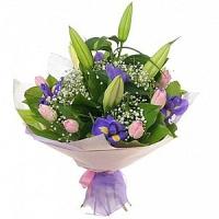 Букет Весенний каприз Состав букета: тюльпан- 10 шт, ирис- 9 шт, лилия- 1 ветка, гипсофила Оформление: флизелин флористический