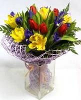 Сияние солнца Состав: тюльпан- 10 шт ирис- 9 шт Размер: 50 см Оформление: сиреневая сетка