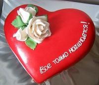 Торт Любовь прекрасна Вес торта: 3 кг Заказывать торт необходимо за 3- 4 дня до момента доставки! Выберите начинку для торта: ФруктовыйНежный ванильный бисквит, пропитанный сахарным сиропом. Крем из натуральных, взбитых сливок с кусочками фруктов (персик, киви, ананас, груша, вишня, ягоды по сезону). Шоколадно-вишневыйШоколадный бисквит, пропитанный вишневым сиропом (по желанию с коньяком), взбитые сливки с вишней и кусочками шоколада. СметанникШоколадный и ванильный бисквит, сметанный крем (по желанию с добавлением орехов и кусочками шоколада). ЛакомкаТрадиционный белый бисквит, пропитанные карамельным сиропом, нежный крем из взбитых сливок с добавлением сгущенки-ириски с вишней. Птичье молоко Нежный бисквит(ванильный или шоколадный, на выбор), пропитанный ванильным сиропом. Крем— суфле птичье молоко скусочками белого ичерного шоколада. Золотой ключик Ореховый бисквит, пропитанный кофейным сиропом, крем на основе вареной сгущенки с жаренными грецкими орехами. ТрюфельныйШоколадный бисквит с кусочками шоколада, ромовая пропитка, шоколадно трюфельный крем с кусочками шоколада. Медовик Тонкие медовые коржи, сметанный крем, чернослив, курага игрецкий орех. (Можно без сухофруктов или на выбор).