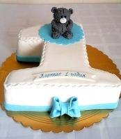 Торт Малышу на годик Вес торта: 3 кг Заказывать торт необходимо за 3- 4 дня до момента доставки! Доставка торта возможна только по Киеву и области. Выберите начинку для торта: ФруктовыйНежный ванильный бисквит, пропитанный сахарным сиропом. Крем из натуральных, взбитых сливок с кусочками фруктов (персик, киви, ананас, груша, вишня, ягоды по сезону). Шоколадно-вишневыйШоколадный бисквит, пропитанный вишневым сиропом (по желанию с коньяком), взбитые сливки с вишней и кусочками шоколада. СметанникШоколадный и ванильный бисквит, сметанный крем (по желанию с добавлением орехов и кусочками шоколада). ЛакомкаТрадиционный белый бисквит, пропитанные карамельным сиропом, нежный крем из взбитых сливок с добавлением сгущенки-ириски с вишней. Птичье молоко Нежный бисквит(ванильный или шоколадный, на выбор), пропитанный ванильным сиропом. Крем— суфле птичье молоко скусочками белого ичерного шоколада. Золотой ключик Ореховый бисквит, пропитанный кофейным сиропом, крем на основе вареной сгущенки с жаренными грецкими орехами. ТрюфельныйШоколадный бисквит с кусочками шоколада, ромовая пропитка, шоколадно трюфельный крем с кусочками шоколада. Медовик Тонкие медовые коржи, сметанный крем, чернослив, курага игрецкий орех. (Можно без сухофруктов или на выбор).