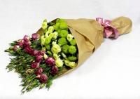 Букет Европейский Состав букета: эустома- 10 веток хризантема зеленая- 5 веток Букет выполнен в форме одностороннего каскада и оформлен во флористическую бумагу Размер: 55- 60 см