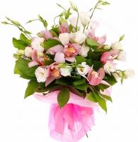 Букет Незабудка Состав букета: эустома белая- 10 веток орхидея цимбидиум розовая декоративная зелень салал Размер: 55 см Оформление: розовая органза