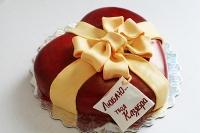 Торт Моё сердце Вес торта: 2.5 кг Заказывать торт необходимо за 3- 4 дня до момента доставки! Выберите начинку для торта: ФруктовыйНежный ванильный бисквит, пропитанный сахарным сиропом. Крем из натуральных, взбитых сливок с кусочками фруктов (персик, киви, ананас, груша, вишня, ягоды по сезону). Шоколадно-вишневыйШоколадный бисквит, пропитанный вишневым сиропом (по желанию с коньяком), взбитые сливки с вишней и кусочками шоколада. СметанникШоколадный и ванильный бисквит, сметанный крем (по желанию с добавлением орехов и кусочками шоколада). ЛакомкаТрадиционный белый бисквит, пропитанные карамельным сиропом, нежный крем из взбитых сливок с добавлением сгущенки-ириски с вишней. Птичье молоко Нежный бисквит(ванильный или шоколадный, на выбор), пропитанный ванильным сиропом. Крем— суфле птичье молоко скусочками белого ичерного шоколада. Золотой ключик Ореховый бисквит, пропитанный кофейным сиропом, крем на основе вареной сгущенки с жаренными грецкими орехами. ТрюфельныйШоколадный бисквит с кусочками шоколада, ромовая пропитка, шоколадно трюфельный крем с кусочками шоколада. Медовик Тонкие медовые коржи, сметанный крем, чернослив, курага и грецкий орех. (Можно без сухофруктов или на выбор)