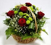Веселый праздник Состав: роза красная- 5 шт хризантема зеленая- 4 ветки гипсофила декоративная зелень Размер: 28 см