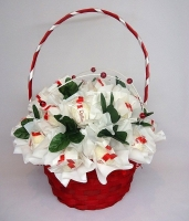 Корзинка Ягодка Состав: конфеты Raffaello- 29 шт корзинка флористический декор Размер: 29 см