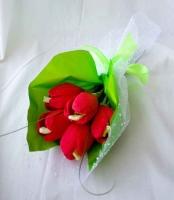 Букет мини тюльпаны Состав: Минимальный заказ- 5 букетов! конфеты Нуга Рошен- 5 шт флористический декор Размер букета: 25 см Оформление возможно в любой цветовой гамме