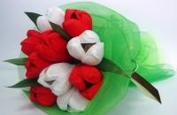Букет из конфет 8 Марта Состав: конфеты Ангаже Рошен- 11 шт флористический декор Размер: 50 см Ручной букет