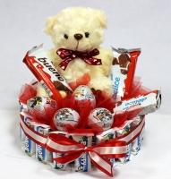 Сладкий сюрприз Состав: печенье Датское- 1 банка шоколадные батончики Баунти- 16 шт мягкая игрушка мишка 16 см- 1 шт яйца шоколадные- 4 шт шоколадные батончики ( бисквиты)- 3 шт