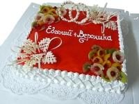 Торт Фруктовая сладость Вес торта: 4 кг Заказывать торт необходимо за 3- 4 дня до момента доставки! Доставка торта возможна только по Киеву и области. Выберите начинку для торта: ФруктовыйНежный ванильный бисквит, пропитанный сахарным сиропом. Крем из натуральных, взбитых сливок с кусочками фруктов (персик, киви, ананас, груша, вишня, ягоды по сезону). Шоколадно-вишневыйШоколадный бисквит, пропитанный вишневым сиропом (по желанию с коньяком), взбитые сливки с вишней и кусочками шоколада. СметанникШоколадный и ванильный бисквит, сметанный крем (по желанию с добавлением орехов и кусочками шоколада). ЛакомкаТрадиционный белый бисквит, пропитанные карамельным сиропом, нежный крем из взбитых сливок с добавлением сгущенки-ириски с вишней. Птичье молоко Нежный бисквит(ванильный или шоколадный, на выбор), пропитанный ванильным сиропом. Крем— суфле птичье молоко скусочками белого ичерного шоколада. Золотой ключик Ореховый бисквит, пропитанный кофейным сиропом, крем на основе вареной сгущенки с жаренными грецкими орехами. ТрюфельныйШоколадный бисквит с кусочками шоколада, ромовая пропитка, шоколадно трюфельный крем с кусочками шоколада. Медовик Тонкие медовые коржи, сметанный крем, чернослив, курага и грецкий орех. (Можно без сухофруктов или на выбор).