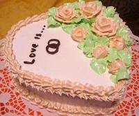 Торт С Любовью Вес торта: 3 кг Заказывать торт необходимо за 3- 4 дня до момента доставки! Доставка торта возможна только по Киеву и области. Выберите начинку для торта: ФруктовыйНежный ванильный бисквит, пропитанный сахарным сиропом. Крем из натуральных, взбитых сливок с кусочками фруктов (персик, киви, ананас, груша, вишня, ягоды по сезону). Шоколадно-вишневыйШоколадный бисквит, пропитанный вишневым сиропом (по желанию с коньяком), взбитые сливки с вишней и кусочками шоколада. СметанникШоколадный и ванильный бисквит, сметанный крем (по желанию с добавлением орехов и кусочками шоколада). ЛакомкаТрадиционный белый бисквит, пропитанные карамельным сиропом, нежный крем из взбитых сливок с добавлением сгущенки-ириски с вишней. Птичье молокоНежный бисквит(ванильный или шоколадный, на выбор), пропитанный ванильным сиропом. Крем— суфле птичье молоко скусочками белого ичерного шоколада. Золотой ключик Ореховый бисквит, пропитанный кофейным сиропом, крем на основе вареной сгущенки с жаренными грецкими орехами. ТрюфельныйШоколадный бисквит с кусочками шоколада, ромовая пропитка, шоколадно трюфельный крем с кусочками шоколада. МедовикТонкие медовые коржи, сметанный крем, чернослив, курага и грецкий орех. (Можно без сухофруктов или на выбор).