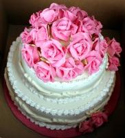 Торт Свадебные розы Вес торта: 5 кг Заказывать торт необходимо за 3- 4 дня до момента доставки! Выберите начинку для торта: ФруктовыйНежный ванильный бисквит, пропитанный сахарным сиропом. Крем из натуральных, взбитых сливок с кусочками фруктов (персик, киви, ананас, груша, вишня, ягоды по сезону). Шоколадно-вишневыйШоколадный бисквит, пропитанный вишневым сиропом (по желанию с коньяком), взбитые сливки с вишней и кусочками шоколада. СметанникШоколадный и ванильный бисквит, сметанный крем (по желанию с добавлением орехов и кусочками шоколада). ЛакомкаТрадиционный белый бисквит, пропитанные карамельным сиропом нежный крем из взбитых сливок с добавлением сгущенки-ириски с вишней. Птичье молоко Нежный бисквит(ванильный или шоколадный, на выбор), пропитанный ванильным сиропом. Крем— суфле птичье молоко скусочками белого ичерного шоколада. Золотой ключик Ореховый бисквит, пропитанный кофейным сиропом, крем на основе вареной сгущенки с жаренными грецкими орешками. ТрюфельныйШоколадный бисквитс кусочками шоколада, ромовая пропитка, шоколадно трюфельный крем с кусочками шоколада. Медовик Тонкие медовые коржи, сметанный крем, чернослив, курага игрецкий орех. (Можно без сухофруктов или на выбор).