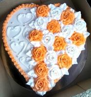Торт Оранжевые оттенки Вес торта: 3 кг Заказывать торт необходимо за 3- 4 дня до момента доставки! Доставка торта возможна только по Киеву и области. Выберите начинку для торта: ФруктовыйНежный ванильный бисквит, пропитанный сахарным сиропом. Крем из натуральных, взбитых сливок с кусочками фруктов (персик, киви, ананас, груша, вишня, ягоды по сезону). Шоколадно-вишневыйШоколадный бисквит, пропитанный вишневым сиропом (по желанию с коньяком), взбитые сливки с вишней и кусочками шоколада. СметанникШоколадный и ванильный бисквит, сметанный крем (по желанию с добавлением орехов и кусочками шоколада). ЛакомкаТрадиционный белый бисквит, пропитанные карамельным сиропом, нежный крем из взбитых сливок с добавлением сгущенки-ириски с вишней. Птичье молоко Нежный бисквит(ванильный или шоколадный, на выбор), пропитанный ванильным сиропом. Крем— суфле птичье молоко скусочками белого ичерного шоколада. Золотой ключик Ореховый бисквит, пропитанный кофейным сиропом, крем на основе вареной сгущенки с жаренными грецкими орехами. ТрюфельныйШоколадный бисквит с кусочками шоколада, ромовая пропитка, шоколадно трюфельный крем с кусочками шоколада. Медовик Тонкие медовые коржи, сметанный крем, чернослив, курага и грецкий орех. (Можно без сухофруктов или на выбор).