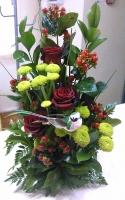Приятное знакомство Состав: роза- 3 шт, хризантема- 2 шт, гиперикум- 5 шт, зелень.