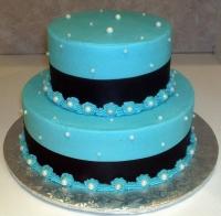 Торт Синее и чёрное Вес торта: 5 кг Заказывать торт необходимо за 3- 4 дня до момента доставки! Доставка торта возможна только по Киеву и области. Выберите начинку для торта: ФруктовыйНежный ванильный бисквит, пропитанный сахарным сиропом. Крем из натуральных, взбитых сливок с кусочками фруктов (персик, киви, ананас, груша, вишня, ягоды по сезону). Шоколадно-вишневыйШоколадный бисквит, пропитанный вишневым сиропом (по желанию с коньяком), взбитые сливки с вишней и кусочками шоколада. СметанникШоколадный и ванильный бисквит, сметанный крем (по желанию с добавлением орехов и кусочками шоколада). ЛакомкаТрадиционный белый бисквит, пропитанные карамельным сиропом, нежный крем из взбитых сливок с добавлением сгущенки-ириски с вишней. Птичье молоко Нежный бисквит(ванильный или шоколадный, на выбор), пропитанный ванильным сиропом. Крем— суфле птичье молоко скусочками белого ичерного шоколада. Золотой ключик Ореховый бисквит, пропитанный кофейным сиропом, крем на основе вареной сгущенки с жаренными грецкими орехами. ТрюфельныйШоколадный бисквит с кусочками шоколада, ромовая пропитка, шоколадно трюфельный крем с кусочками шоколада. Медовик Тонкие медовые коржи, сметанный крем, чернослив, курага и грецкий орех. (Можно без сухофруктов или на выбор).
