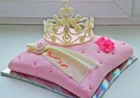 Торт Принцессе Вес торта: 3 кг Заказывать торт необходимо за 3- 4 дня до момента доставки! Доставка торта возможна только по Киеву и области. Выберите начинку для торта: ФруктовыйНежный ванильный бисквит, пропитанный сахарным сиропом. Крем из натуральных, взбитых сливок с кусочками фруктов (персик, киви, ананас, груша, вишня, ягоды по сезону). Шоколадно-вишневыйШоколадный бисквит, пропитанный вишневым сиропом (по желанию с коньяком), взбитые сливки с вишней и кусочками шоколада. СметанникШоколадный и ванильный бисквит, сметанный крем (по желанию с добавлением орехов и кусочками шоколада). ЛакомкаТрадиционный белый бисквит, пропитанные карамельным сиропом, нежный крем из взбитых сливок с добавлением сгущенки-ириски с вишней. Птичье молоко Нежный бисквит(ванильный или шоколадный, на выбор), пропитанный ванильным сиропом. Крем— суфле птичье молоко скусочками белого ичерного шоколада. Золотой ключик Ореховый бисквит, пропитанный кофейным сиропом, крем на основе вареной сгущенки с жаренными грецкими орехами. ТрюфельныйШоколадный бисквит с кусочками шоколада, ромовая пропитка, шоколадно трюфельный крем с кусочками шоколада. Медовик Тонкие медовые коржи, сметанный крем, чернослив, курага игрецкий орех. (Можно без сухофруктов или на выбор).
