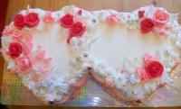 Торт Два сердечка Вес торта: 5 кг Заказывать торт необходимо за 3- 4 дня до момента доставки! Доставка торта возможна только по Киеву и области. Выберите начинку для торта: ФруктовыйНежный ванильный бисквит, пропитанный сахарным сиропом. Крем из натуральных, взбитых сливок с кусочками фруктов (персик, киви, ананас, груша, вишня, ягоды по сезону). Шоколадно-вишневыйШоколадный бисквит, пропитанный вишневым сиропом (по желанию с коньяком), взбитые сливки с вишней и кусочками шоколада. СметанникШоколадный и ванильный бисквит, сметанный крем (по желанию с добавлением орехов и кусочками шоколада). ЛакомкаТрадиционный белый бисквит, пропитанные карамельным сиропом, нежный крем из взбитых сливок с добавлением сгущенки-ириски с вишней. Птичье молоко Нежный бисквит(ванильный или шоколадный, на выбор), пропитанный ванильным сиропом. Крем— суфле птичье молоко скусочками белого ичерного шоколада. Золотой ключик Ореховый бисквит, пропитанный кофейным сиропом, крем на основе вареной сгущенки с жаренными грецкими орехами. ТрюфельныйШоколадный бисквит с кусочками шоколада, ромовая пропитка, шоколадно трюфельный крем с кусочками шоколада. Медовик Тонкие медовые коржи, сметанный крем, чернослив, курага и грецкий орех. (Можно без сухофруктов или на выбор).