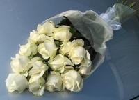 Белоснежные розы Состав букета: роза белая- 11 шт. Розы, оформленные в форме каскада.
