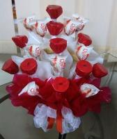 Для любимой Состав:  конфеты Raffaello- 9 шт конфеты Рошен- 10 шт корзинка маленькая Размер: 30 см