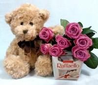 Мишка с цветами и конфетами Состав: роза розовая- 7 шт мишка мягкий 30 см конфеты Raffaello