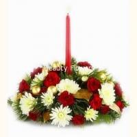 С Новым годом Состав: гвоздика- 15 шт, хризантема белая- 3 ветки, ветки елочные, декор, свеча. Размер: 40 см.