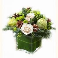 Морозное утро Состав: роза белая- 9 шт, хризантема- 5 веток, шишки, декор, ваза.
