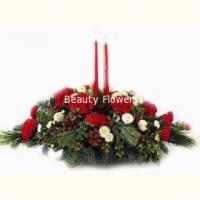 Зимние цветы Состав: гвоздика- 19 шт, хризантема белая- 5 веток, шишки, елочные ветви, свечи- 2 шт. Размер: 55 см.