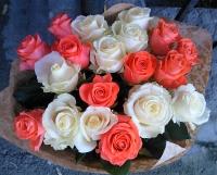 Букет роз Коралл Состав букета: роза коралловая- 10 шт роза белая- 9 шт Размер: 60 см Оформление: бумага флористическая