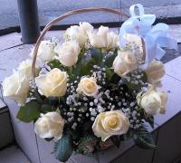 Летние мечты Состав корзины: роза белая - 19 шт гипсофила- 2 ветки декоративная зелень Размер: 30 см
