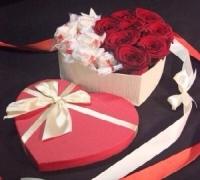 Влюблённое сердце Состав: розы красные- 9 шт конфеты Raffaello- 15 шт коробка в форме сердца
