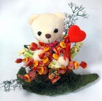 Сюрприз в чашке Состав: игрушка мягкая 15 см - 1 шт конфеты Grand Toffy Roshen- 15 шт флористический декор декоративная чашка Размер: 25 см
