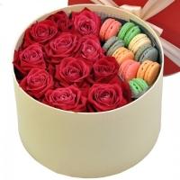 Коробочка цветов и вкусняшек Состав: роза красная- 11 шт печенье- 9 шт коробочка декоративная