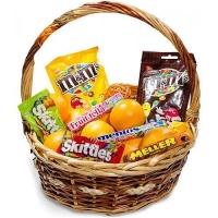 Корзина Сладкоежка Состав: мандарины- 2 кг M&Ms- 2 упак Skittles- 2 упак конфетки - 3 упак плетеная корзина