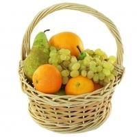Корзина Мини фруктик Состав: груши - 1 кг виноград- 1 грона мандарины - 1 кг плетеная корзина