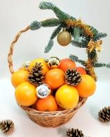 Корзина мандарины и апельсины Состав: мандарины- 2 кг апельсины- 2 кг новогодний декор Размер: 30 см
