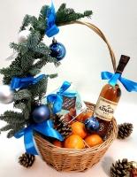 Новогодняя корзина 34 Состав: коньяк Грузинский - 1 бут, конфеты трюфеля- 1 коробка, мандарины- 1 кг, новогодний декор.