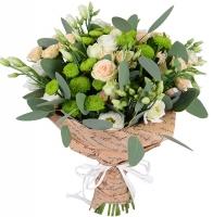 Симпатия Состав букета: эустома белая- 9 штук, кустовая роза кремовая- 5 веток, хризантема зеленая- 3 ветки, эвкалипт. Оформление: бумага Размер: 50- 60 см Нежный, приятный и невероятно милый букетик подарит прекрасное настроение Вашим родным и близким.