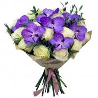 Аллея красоты Состав букета: роза белая-19 шт орхидея Ванда- 7 шт эвкалипт- 2 ветки Оформление: бумага