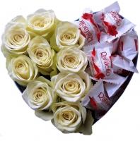 Розы и конфеты Состав: роза белая- 9 шт конфеты Raffaello- 15 шт коробка в форме сердца