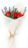 Букет корпоративный Весна Состав: тюльпан- 5 шт лаванда Минимальный заказ- 5 букетов