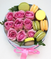 Сладкая улыбка Состав: розы розовые- 9 штук печенье- 10 шт коробочка