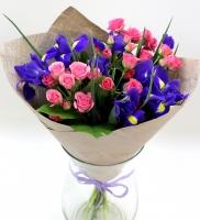 Ты в моем сердце Состав букета: роза кустовая розовая- 8 веток ирисы- 7 шт Оформление:бумага Размер: 50- 60 см