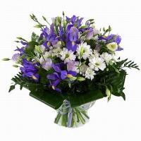 Голубая даль Состав букета: хризантема- 5 веток, эустома- 5 веток, ирис синий- 10 шт, аспидистра, зелень. Подарите настоящее весеннее настроение любимым и родным.